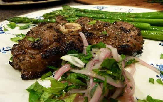 Lamb chops with asparagus