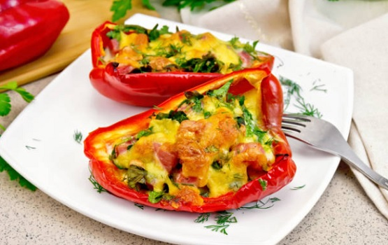 Stuffed pepper with chicken and cheese